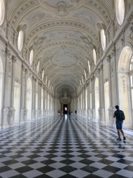 Italy18 checkered hall