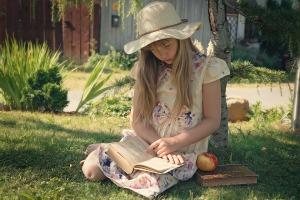 girl-reading 1423501_960_720
