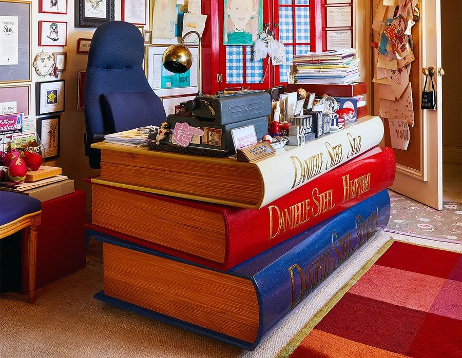 danielle-steeles-desk